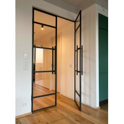 Ocelové dvoukřídlé dveře...